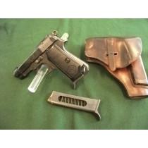 Beretta Pistole .9mm Kurz  mit Holster